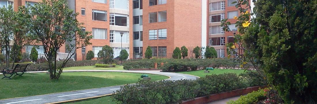 Casas y Apartamentos